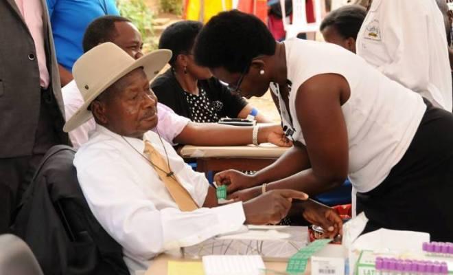 Uganda President Yoweri Museveni taking HIV test